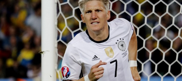 Football Soccer - Germany v Ukraine - EURO 2016 - Group C - Stade Pierre-Mauroy, Lille, France - 12/6/16 Germany's Bastian Schweinsteiger celebrates after scoring their second goal - joie